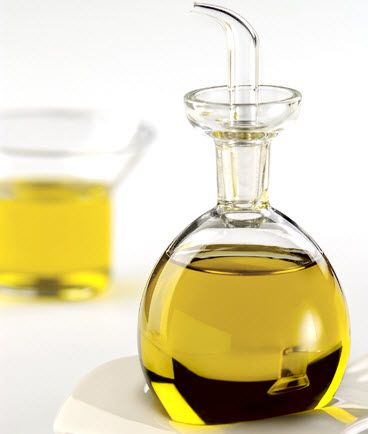 Filled with #antioxidants, #vitamin E oil fights the free radicals.