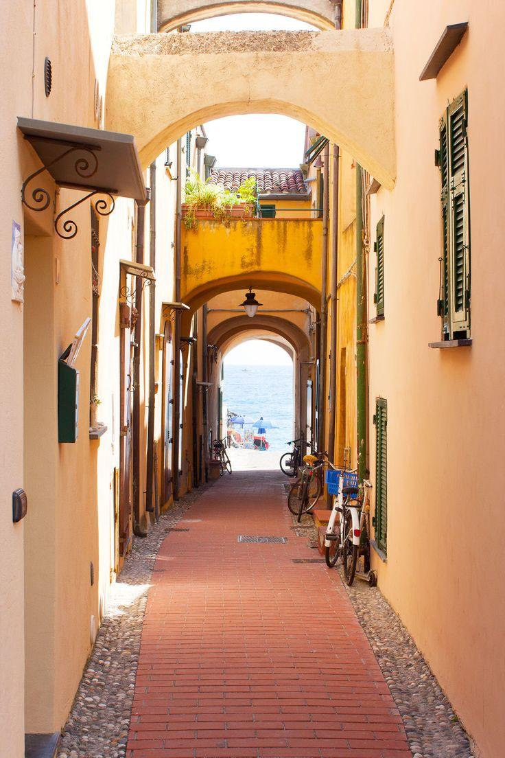 Travel: Review Ligurian Coast | Mood For Style - Fashion, Food, Beauty & Lifestyleblog | Varigotti, Italy