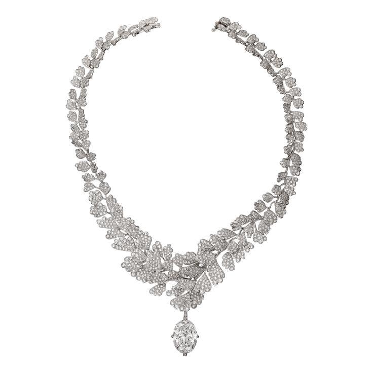 """CARTIER. """"Adiante"""" Collier - platine, un diamant D/IF type IIa ovale taille brillant de 20.04 carats, diamants taille rose, diamants taille brillant. Le diamant central est amovible. #Cartier #RésonancesDeCartier #2017 #HighJewellery #HauteJoaillerie #FineJewelry #Diamond"""