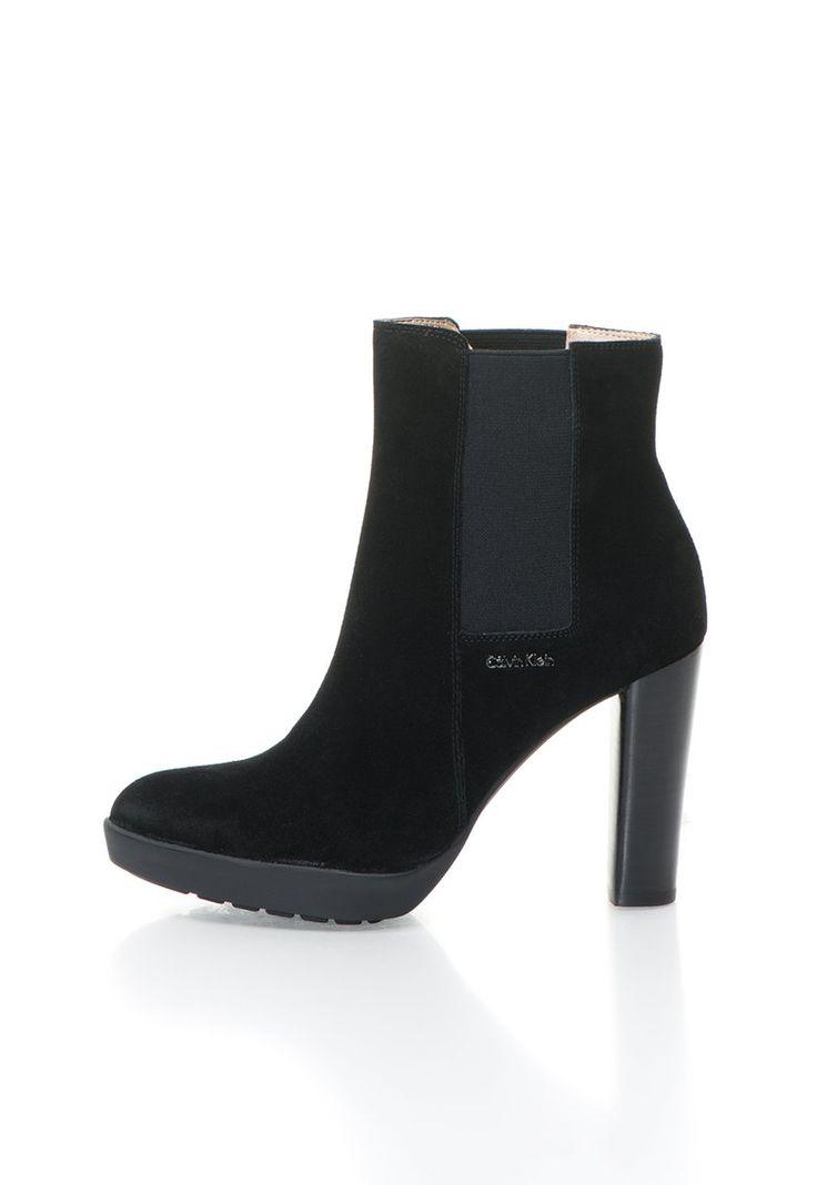 Naeva Fekete Rövid Szárú Csizma Rugalmas Betétekkel a Calvin Klein márkától és további hasonló termékek a Fashion Days oldalán