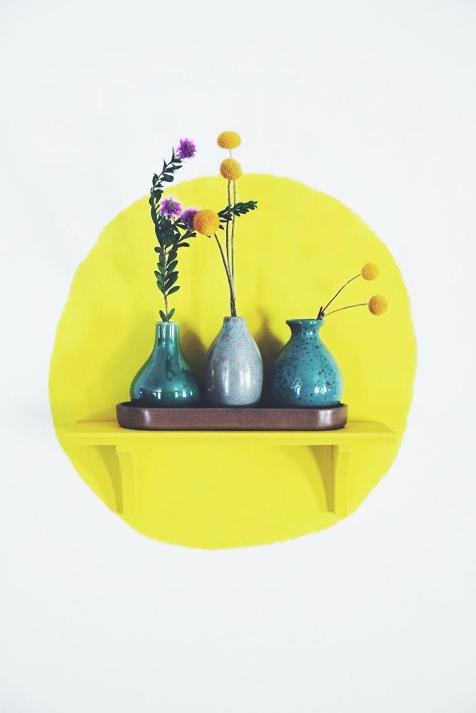 Paint a circle on the wall behind a matching shelf | Awesome idea!