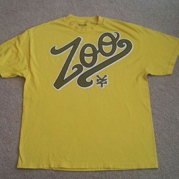 MEN'S Zoo York t-shirt Men's yellow Zoo York t-shirt in good condition. Just a little fading from washing. Zoo York Shirts Tees - Short Sleeve