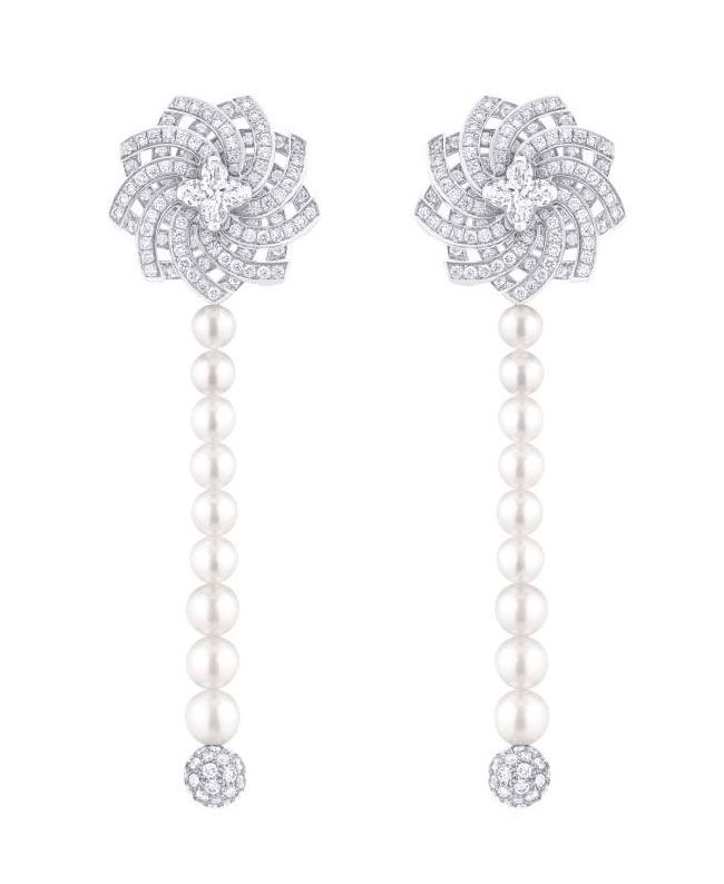 Louis Vuitton S Monogram Infini Pendant Earrings White Gold With Two Cut Diamonds