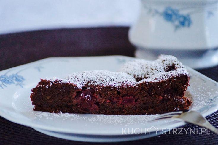 Bezglutenowe i bezmleczne ciasto czekoladowe z wiśniami