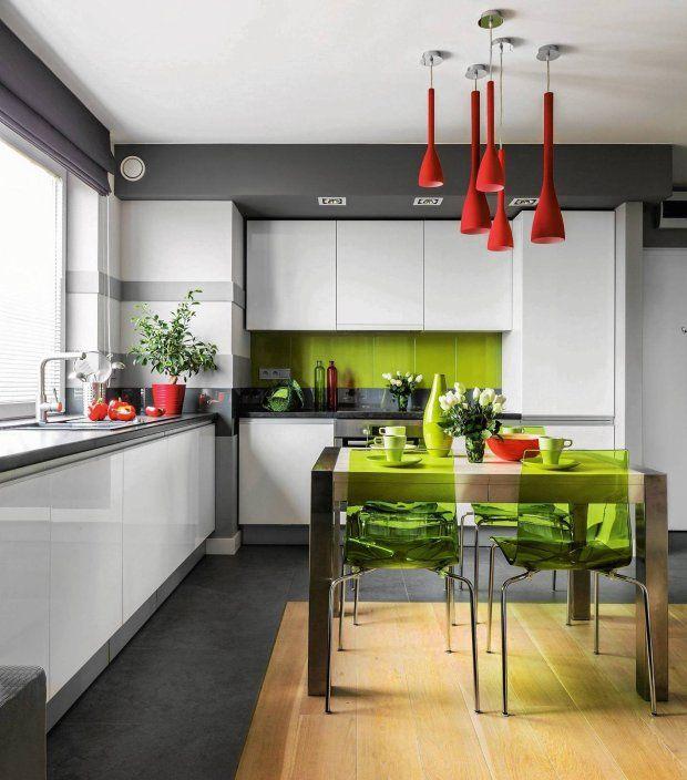 Meble kuchenne są dostępne w różnych wariantach. Szafki kuchenne wiszące i stojące, tylko dolne albo zajmujące całą ścianę - każdy rodzaj kuchennej zabudowy ma zarówno wady, jak i zalety. Wybierz więc takie meble do kuchni, które najbardziej pasują do twojego stylu życia.