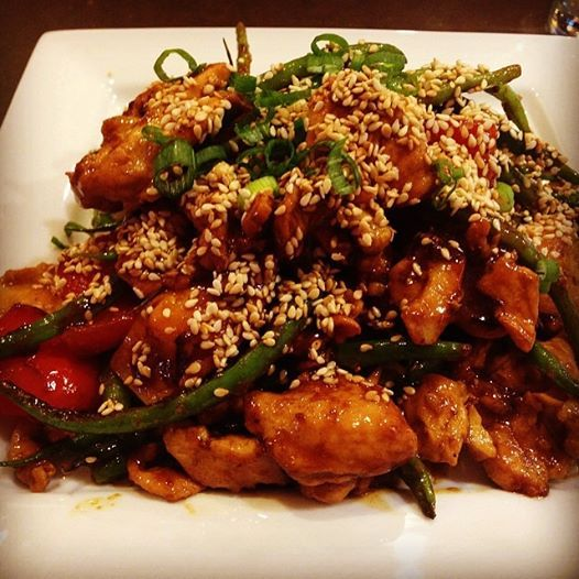 STIR-FRIED CHICKEN, GREEN BEANS, & PEPPERS IN A FLASH