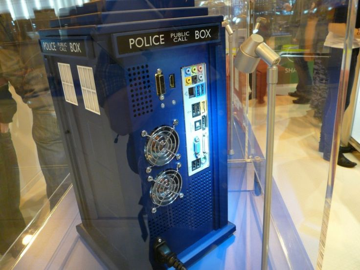 This is an incredibly cool modded case in the style of Doctor Who! This TARDIS PC Case is very realistic!