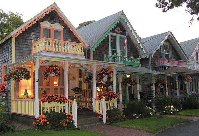 Martha vineyard gingerbread houses gingerbread houses for Martha s vineyard gingerbread cottages