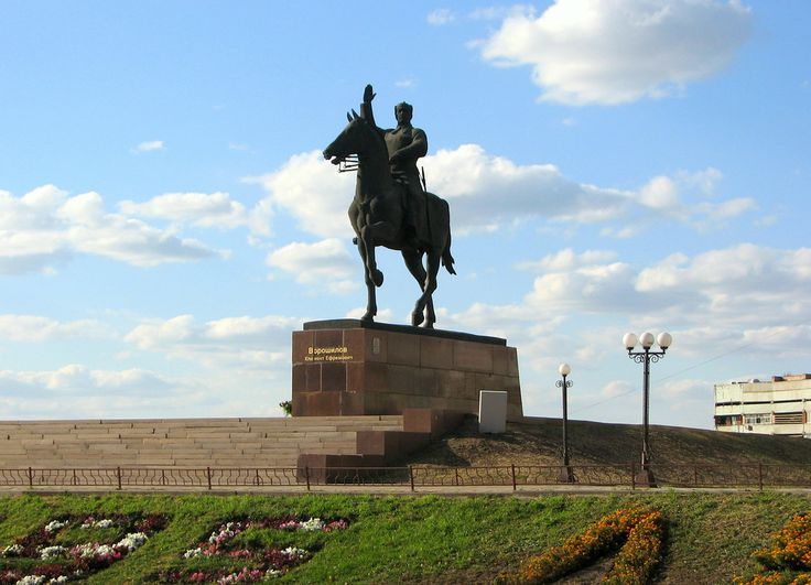 Памятник Климу Ворошилову