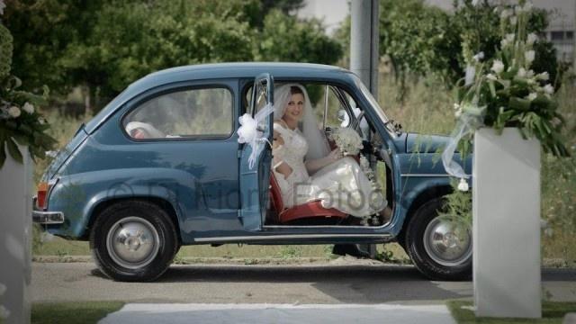 Fotografi matrimonio Napoli. L'auto del matrimonio. L'auto d'epoca per gli sposi. La limousine di nozze