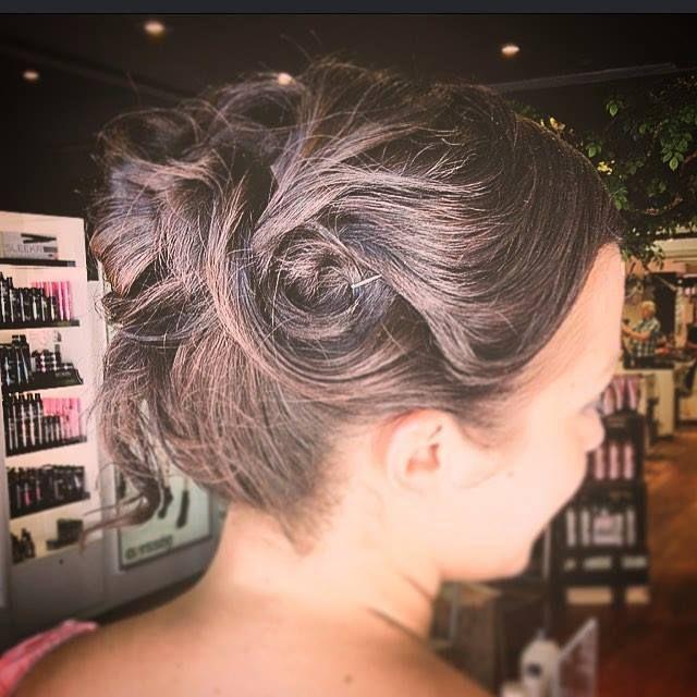MARIAGE : Chignons absolument magnifique fait le très talentueux Vincent de chez Odyssée Addikt  Suivez-le sur  Instagram : @vincentaddikt