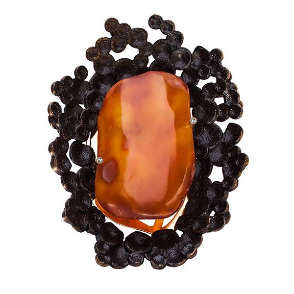 Justyna Stasiewicz The Lava's heart - brooch 130 x 90 mm Materials: baltic amber, PLA, brass, steel, zirconium, paint