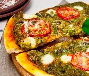 Пицца с соусом песто Без знаменитого соуса песто трудно представить себе  итальянскую кухню, как, собственно говоря и без пиццы. А  если их соединить во едино будет просто  «bellissimo». http://culinarysite.ru/news/2013-05-21-676