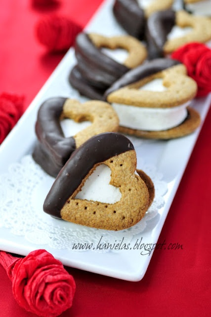 Valentine's Day S'moresValentine Cookies, Valentine'S Day, Valentine Day, Valentine Smores, Valentine Ideas, Graham Crackers, Food Recipe, Food Drinks, Heart Smores