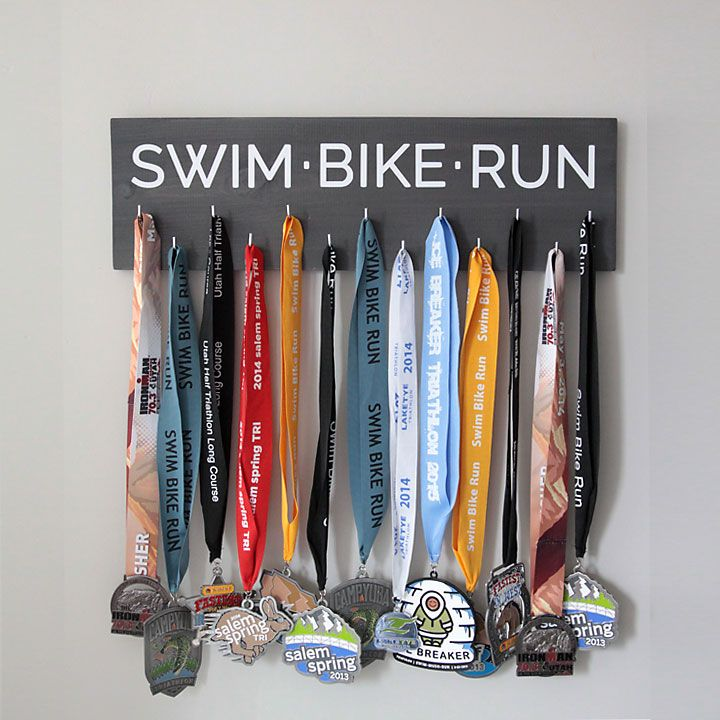 easy-race-medal-display-triathlon-hanger-how-to-make-diy-gift-fathers-day-mothers-handmade-2.jpg (720×720)