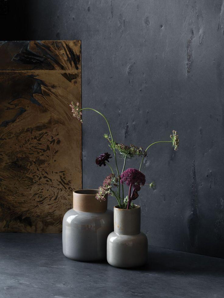Japanske keramikkvaser Tilbehørsserien Objects, som ble lansert våren 2016, vokser nå videre. Designer Cecilie Manz er blitt med på moroa, med japansk keramikk. Vasene er laget på et tradisjonelt verksted i byen Seto i Japan, og beviser at godt håndverk er det vakreste i verden. Keramikk, fra 850 kr, fritzhansen.com.