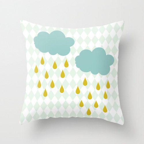 Nuage oreiller, oreiller de couleurs Pastel, Raindrops pépinière oreiller, oreiller de bébé, moutarde jaune pluie, nuages bleus Sarcelle, lumière bleue Argyle Pattern