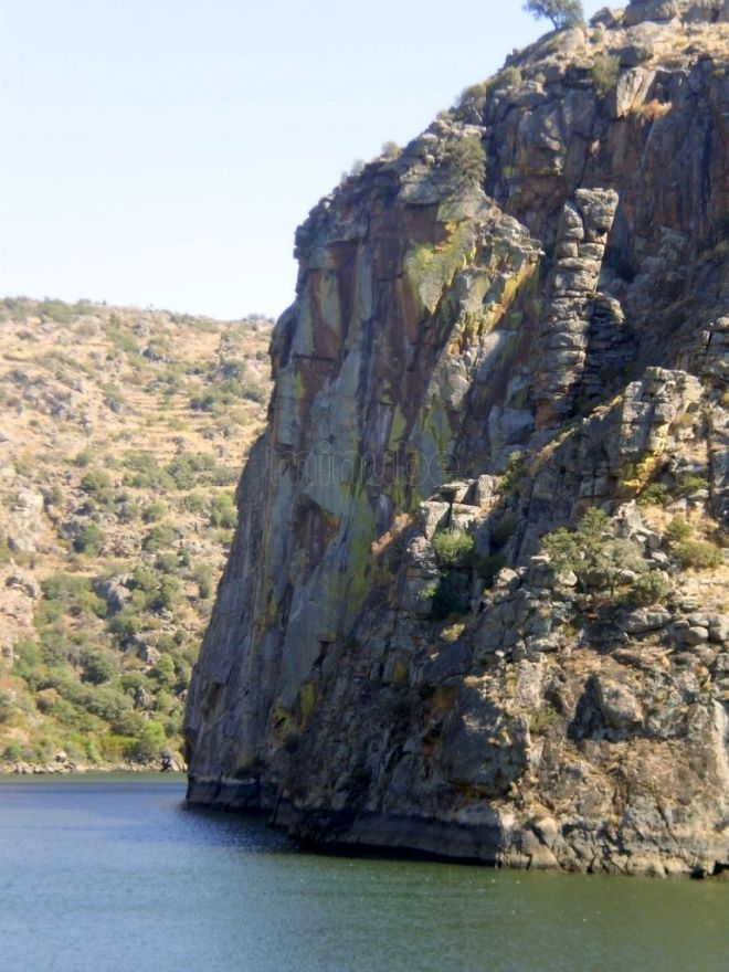 Crucero en Barco Ambiental por el Parque Natural del Duero Internacional, Arribes del Duero.