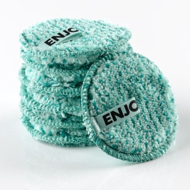 Most makeup remover wipes contain added preservatives in its packaging to increase shelf life, not to mention the chemicals found in the wipes! All you need is water with the #ENJO Eye Pad, One for each day of the week! #kickthechemicals #beauty #chemicalfree #makeachange #skincare