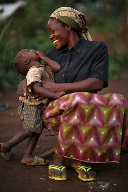 madre e hijo! ese momento de ternura y risas que hace a NUESTRO MUNDO el lugar perfecto a pesar de las dificultades.