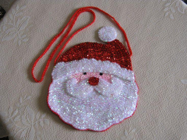 Cartera para niña con la carita de Papa Noel, confeccionada en tela y decorada con lentejuelas...