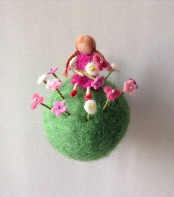 Waldorf-mobile Blumenmädchen-Nadel Filz von lovebluecats auf Etsy