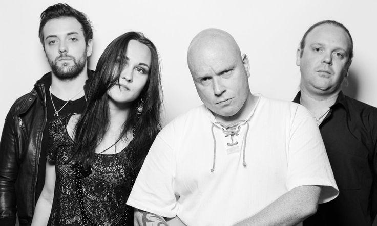 Antimatter, britse band, sounds as Anathema, nice voice