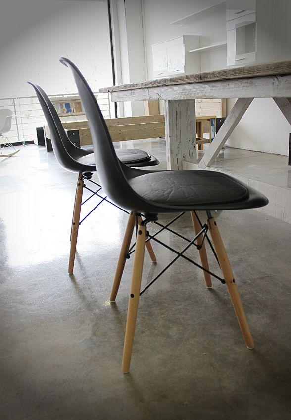 Estamos de estreno… ¡Ya tenemos disponibles para la venta en House&Wood las sillas de diseño Eames!En color Blanco o Negro y a elegir entre 3 modelos: Silla Réplica Eames Básica Sillón…