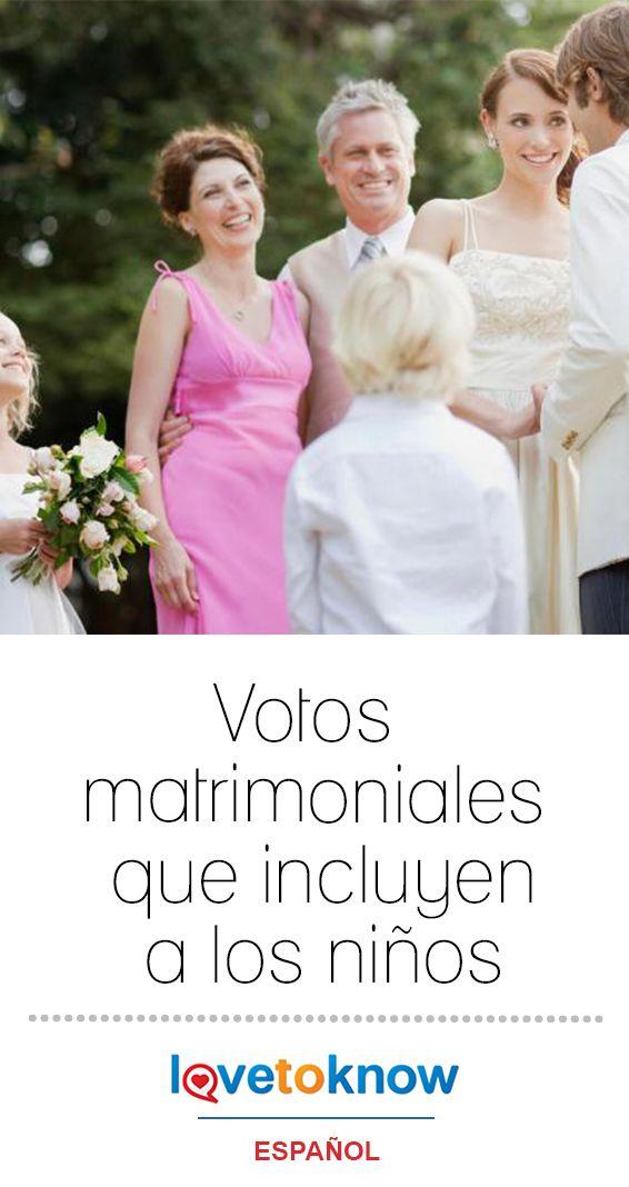 Votos Matrimoniales Que Incluyen A Los Niños Lovetoknow Sesión De Fotos Novios Boda Con Hijos Vestido Floreado De Niña