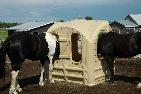 Round Bale Hut Horse Barn Hay Grain Feeders