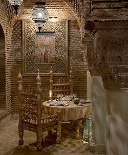 17 best geometry in moroccan architecture and riad design for Dining room in arabic