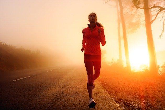 Neden Koşmalıyız??? Daha fit olmak, zihninizi boşaltmak, hayat tarzınızı gözden geçirmek ve yeni arkadaşlıklar kurabileceğiniz en ucuz ve kolay spor dalı koşudur.