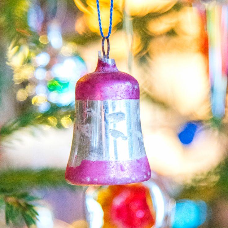 Gro Eriksson har kanskje landets mest funklende juletre, det er nemlig fullt av glasspynt i ulike former og fasonger. Her finnes alt fra motorsykler…