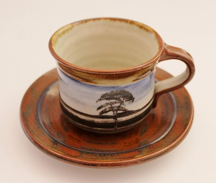 Iconic Outback Scene  LES MaCLEMAN Aust Pottery 2 Cups & Saucers +  Sugar Bowl