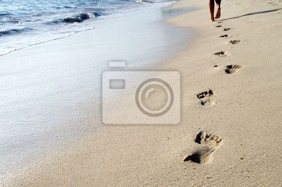 Fotobehang - Footprints in beach - zand