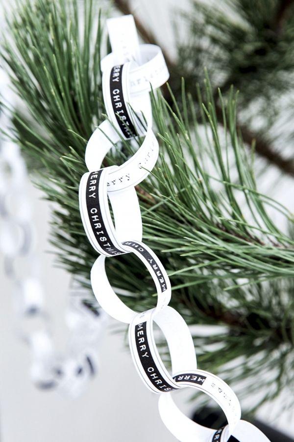 Zwart witte kerstslinger, één zo'n ring is ook leuk om als servetring te gebruiken.
