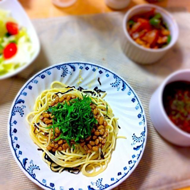 野菜サラダ、夏野菜のケチャップ炒め、コンソメスープ - 45件のもぐもぐ - 納豆パスタ by hamarika