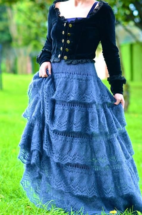 Maxi skirt of knitted lace