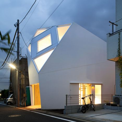 Angular Skylight Atelier+Tekuto +creates+an+angular+house++with+a+pattern+of+pointy+skylights Awesome Design