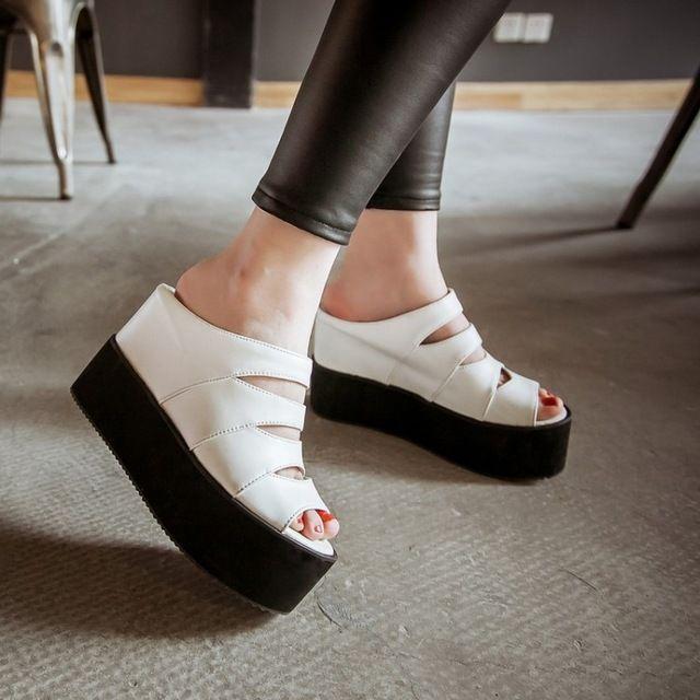 Novo 2015 Das Mulheres Do Dedo Do Pé Aberto Plataforma Cunha Chinelos Moda Cut-outs Gladiator Sandals Mulheres Ocasional Das Senhoras sapatos de Salto Alto Chinelos