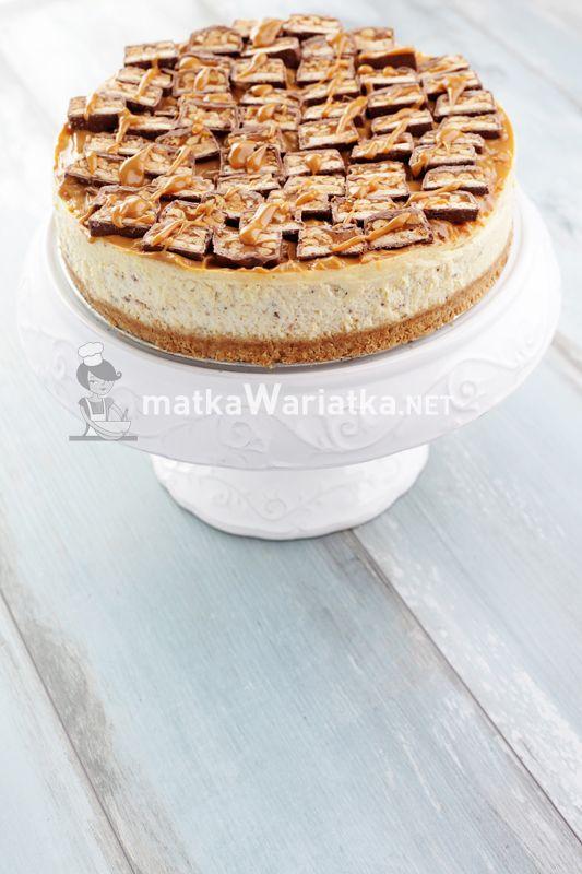 cheesecake with Snickers :)  http://www.matkawariatka.net/2014/04/sernik-snickers/