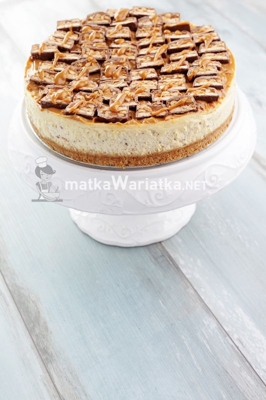 cheesecake with Snickers :)  http://www.matkawariatka.net/2014/04/sernik-snickers/