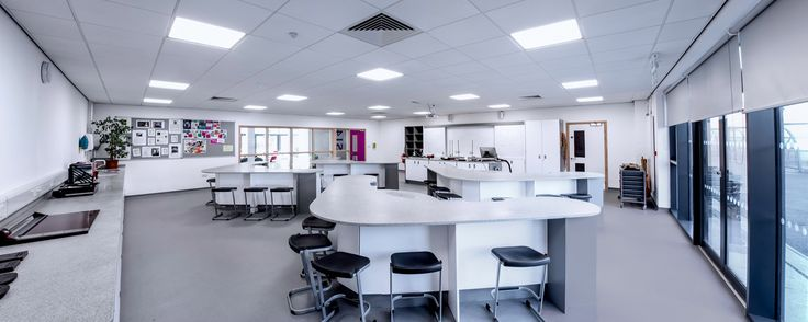 Innova Design Solutions has completed a 12 room science installation as part of a brand new £5 million science block for Barton Peveril sixth form in Hampshire.
