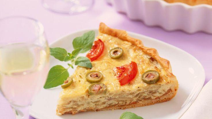 Italienischer Zwiebelkuchen | Rezept für italienischer Zwiebelkuchen - mit Oliven, Tomaten und Kräutern wird es köstlich mediterran.