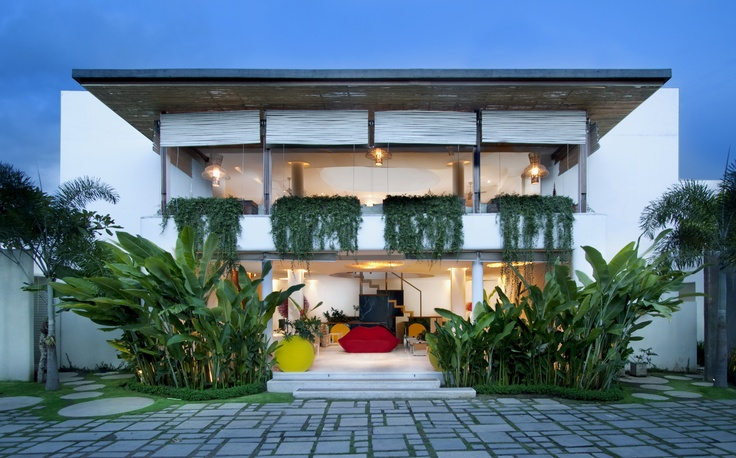 Kiss Hotel by WOM   www.wordofmouthbali.com