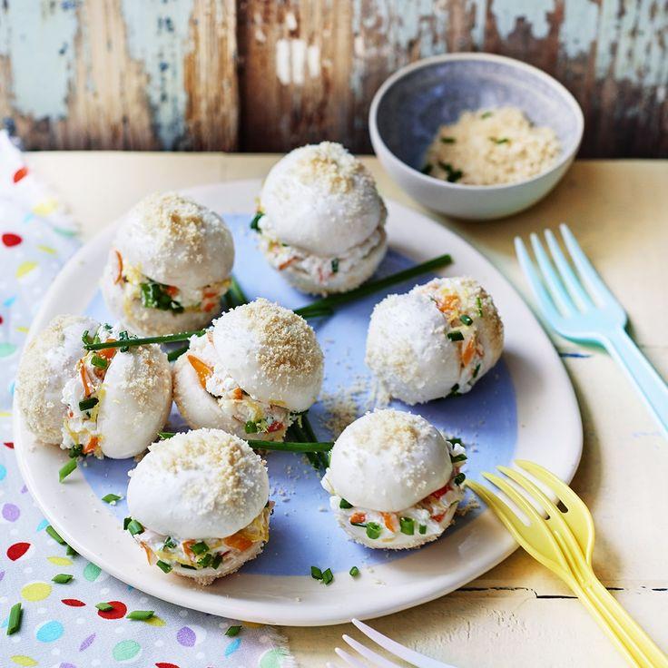Grignotez nos délicieux champignons de Paris comme des macarons au fromage frais Philadelphia et à la chair de crabe !