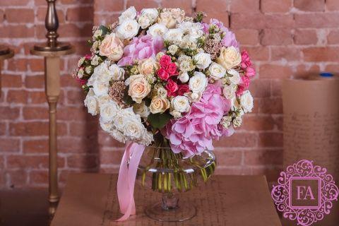 Букет Сен-Жермен купить с доставкой в Москве, нежный букет цветом, красивый букет цветов
