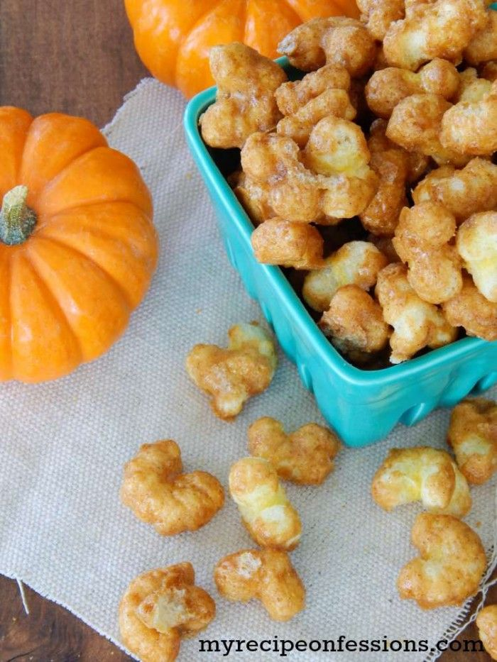 Pumpkin Spice Caramel Corn Pops recipe, Fall is in the air and with it brings all things pumpkin. If you are like me and can't get enough of pumpkin desserts and snacks, then you are going to love this easy Pumpkin Spice Caramel Corn Pops recipe. Yummy fall dessert idea!
