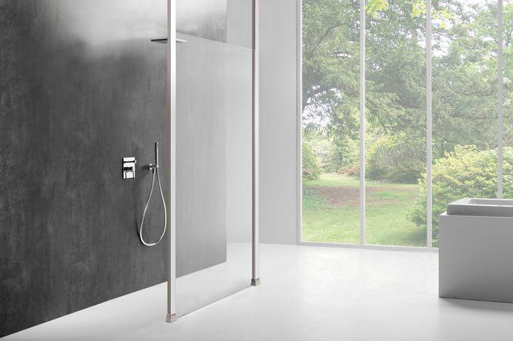 Ruimtelijk douchen is het sleutelwoord bij de inloopdouches uit de OPTIX series van Sealskin. Minimalistisch design en de maximale transparantie van 8 mm dik veiligheidsglas.