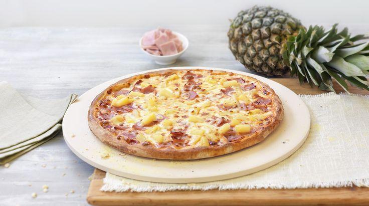 Pizza «Hawaii» – Tomato sauce, Mozzarella, Ham, Pineapple – Sizes: S - 25cm, M - 30cm, L - 35cm